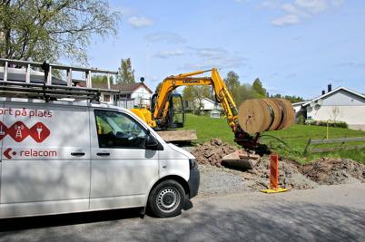 15 maj 2014 - Läggningen av slangar för fiberstamkabel närmar sig centrala Töcksfors.