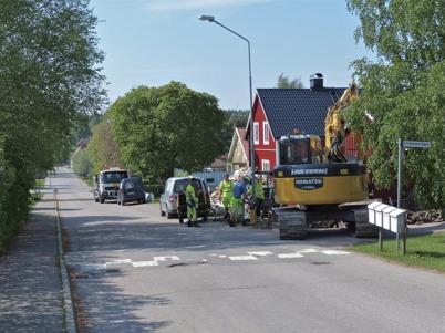 22 maj 2014 - Läggning av slangar för fiberstamkabel längs med Bögatan.