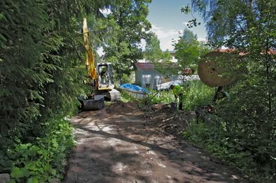 18 juni 2014 - Läggningen av slangar för fiberstamkabel har nått fram till Strandpromenaden och Restaurang Waterside.