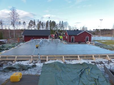 """31 januari 2013 - vid Hagavallen kunde man gjuta bottenplattan till klubbstugan i """"lämpligt"""" väder."""