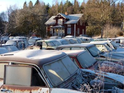 1 februari 2013 - bilskroten i Båstnäs fick särskild uppmärksamhet under året genom fotografen Staffan Ekengrens fotoprojekt och så ställdes frågan om bilskroten var ett miljöproblem eller ett kulturminne.