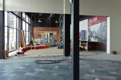 9 februari 2013 - i Burger Kings nya restaurang i Shoppingcentret kom inredningen på plats.