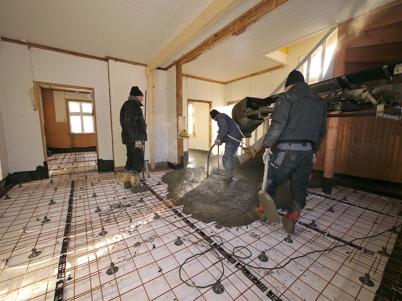 25 februari 2013 - Slussvaktarstugan fick nytt golv.