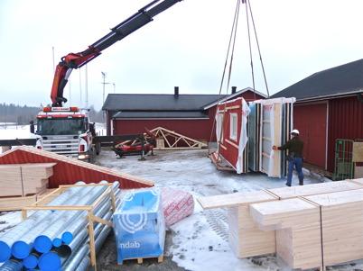 6 mars 2013 - vid Hagavallen anlände nya klubbstugan som byggsats.