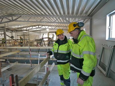 11 mars 2013 - vid nya reningsverket fortsatte arbetet med installation av ny reningsteknik.