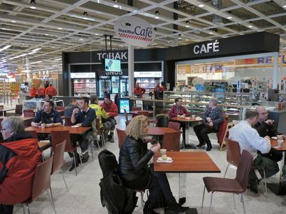 21 mars 2013 - i samband med invigningen av nya Maxi Mat bjöds det på kaffe och tårta.
