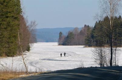 29 mars 2013 - det vackra vårvintervädret inbjöd till promenad på Torsvikens is.