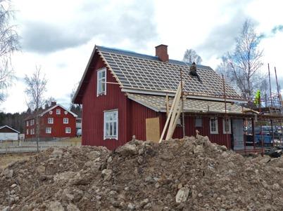 26 april 2013 - Slussvaktarstugan fick nytt tak.