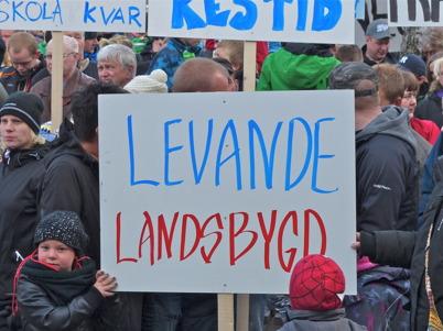 29 april 2013 - kommuninnevånarna samlades vid Silbodalskolan i Årjäng för att protestera mot planerade skolnedläggningar.