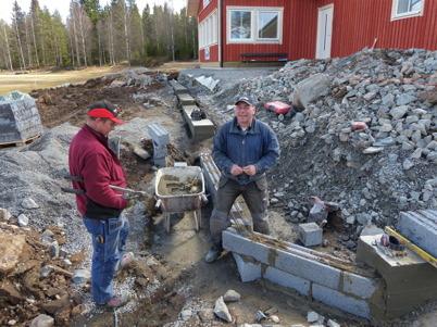 30 april 2013 - vid Hagavallen gick arbetet vidare med nya klubbstugan.