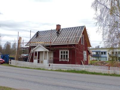 15 maj 2013 - Slussvaktarstugan fick nytt tak.