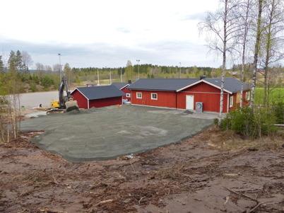 17 maj 2013 - vid Hagavallen ställdes marken i ordning bakom nya klubbstugan.