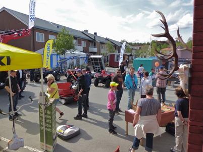 25 maj 2013 - på torget i Töcksfors arrangerades en mässa med temat Skog-Jakt-Uteliv.