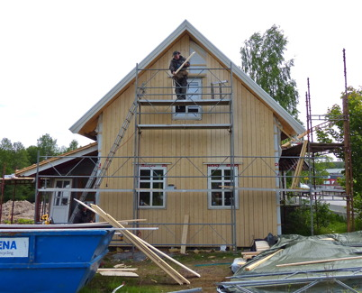 3 juni 2013 - Slussvaktarstugan fick ny fasad och nya fönster.