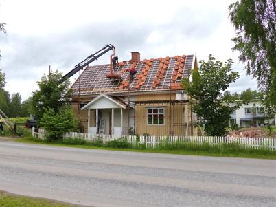 2 juli 2013 - Slussvaktarstugan fick nya takpannor.