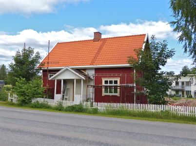 10 juli 2013 - Slussvaktarstugan hade fått nytt tak.