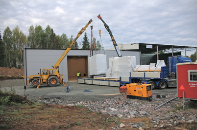 23 september 2013 - och så anlände värmepannorna till nya fjärrvärmecentralen.