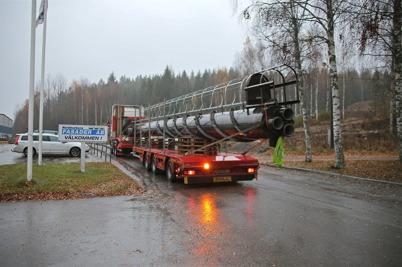 31 oktober 2013 - och så kom skorstenen till nya fjärrvärmecentralen.