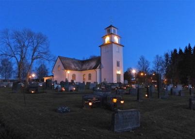 2 november 2013 - på kyrkogården tändes många ljus på Alla Helgons dag.