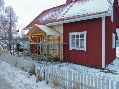10 december 2013 - Slussvaktarstugan fick ny veranda.
