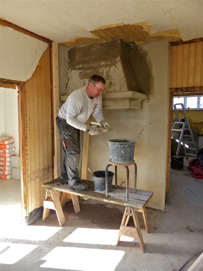 3 april 2013 - och i Slussvaktarstugan fortsatte renoveringsarbetet.