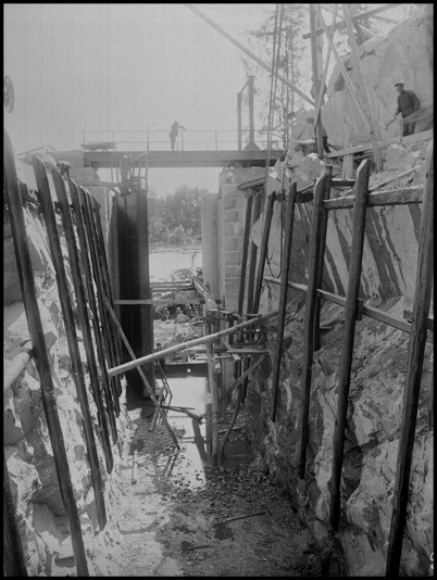 Stensättningen och monteringen av högporten vid nedre slussen är klar.