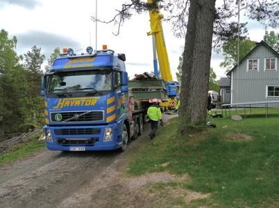 Slussportarna kommer tillbaks från Stenungsund efter renovering / Foto : Lars Brander - 24 maj 2011