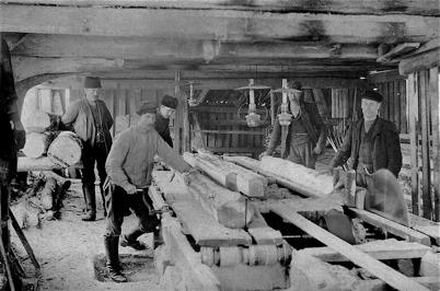 Sågverket på Holmen i Östervallskog. Notera sågklingan utan skydd.