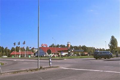 Mars 1975 - Bensinstationen Q8 där shoppingcentret ligger idag.
