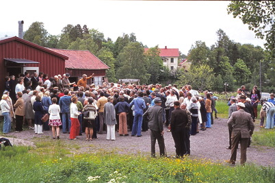 Juni 1975 - Auktion vid Hemvärnsgården i Töcksfors.