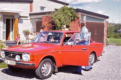 Juli-Augusti 1975 - Fotografen med sin nya bil.