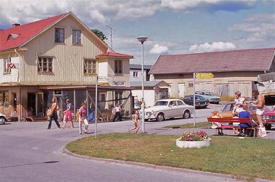 Juli-Augusti 1975 - Owes Livs i Töcksfors centrum.