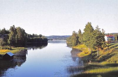 Juli-Augusti 1975 - Sjön Töck med prästgården till höger och Prästnäset till vänster.