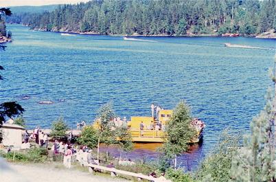 1968 - Båtarna i Stora Lee - Foxenloppet passerar färjan i Sundsbyn.