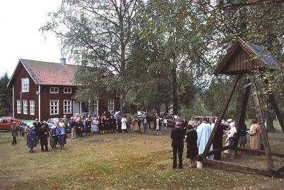 Gudstjänst vid Kyrkans Gård i Dalen.