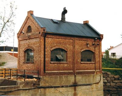 Gamla kraftstationen vid över forsen.