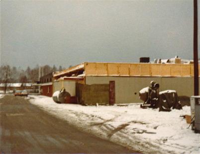 Byggnation av Konsumbutiken vid torget.