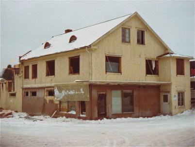 Byggnaden där Handelsbolaget och Owes Livs fanns revs 1978, när nya ICA Svenohallen  stod klar att tas i bruk.