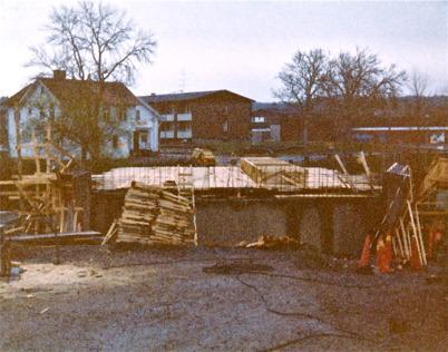 Byggnation av nya landsvägsbron vid övre slussen 1984.