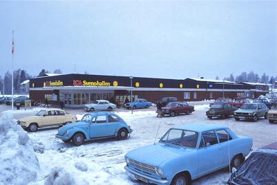 Svenohallen och Konsumbutiken vid torget 1979/1980.