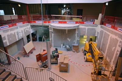 8 januari 2015 - Ljusgården inne i nya högstadieskolan tog form.