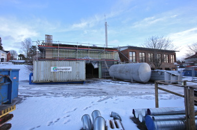 14 januari 2015 - Vid brandstationsbygget  kämpade man med sanering av eldningsoljan som upptäcktes under golvet i vagnhallen.