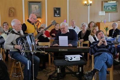 16 februari 2015 - I Töcksmarks församlingshem var det 11-träff med allsång.