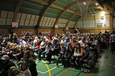 19 februari 2015 - Sista 9:orna vid Töcksfors skola bjöd in till cabaré.
