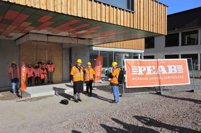 """10 mars 2015 - Årjängs kommun bjöd in massmedia för att offentliggöra att den nya högstadieskolan ska heta """"Nordmarkens skola""""  och för att visa de nya lokalerna."""