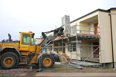 19 mars 2015 - Arbetet med renovering av hyreshuset Västra Torgatan 2 fortskred.