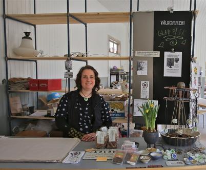 4 april 2015 - Keramiker Viki Pamlényi hade öppet hus i sin verkstad och butik vid Hånsfors Bruk i samband med konstrundan.