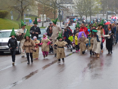 25 april 2015 - Och så var det dags för vårmarknad i Årjäng med trollparad.