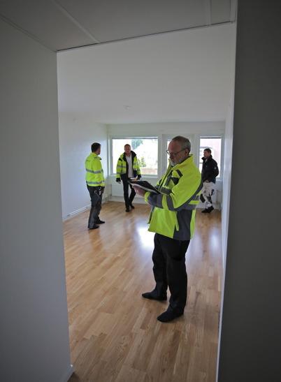4 maj 2015 - De totalrenoverade lägenheterna på Västra Torgatan 2 slutbesiktigades och hyresgästerna kunde snart flytta tillbaka till sina lägenheter.