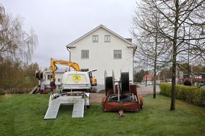 5 maj 2015 - Arbetet med byggandet av fibernät fortsatte i Töcksfors centrum.